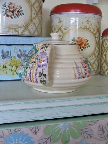 Pretty Vintage Floral Teapot