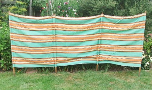 Old Vintage Cloth Windbreak