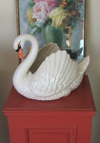 Darmouth Swan Vase