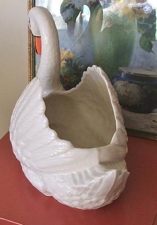 Dartmputh Devon Swan Vase