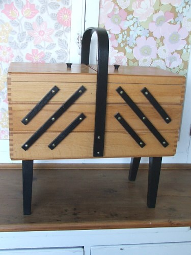 Vintage Cantilever Sewing Box