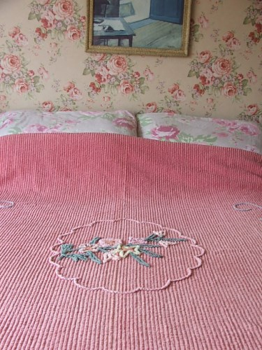 Pretty Dusty Pink Bedspread