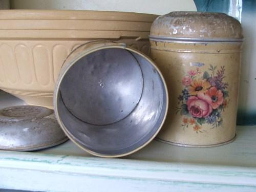 Pair of pretty vintage tins
