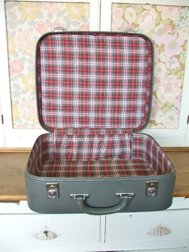 Grey suitcase with tartan inner
