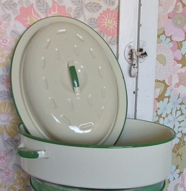 Vintage Cream and Green Enamel Roasting Tin