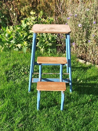 Retro Folding Step Stool