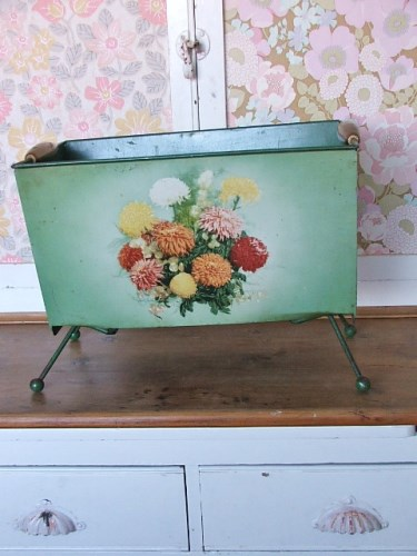 Pretty Floral Magazine Rack