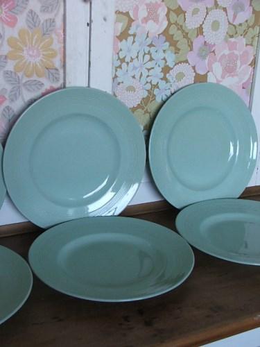 Six Green Woods Ware 'Beryl' Dinner Plates