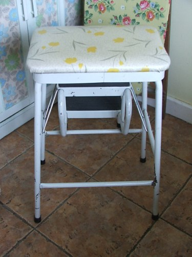 Retro Metal Folding Step Stool