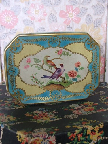 Pretty Vintage Peek Frean & Co Tin