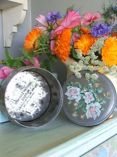 Vintage Floral 'Roses' Tin
