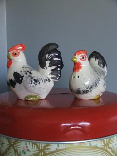 Vintage Cockerel and Chicken Cruet Set