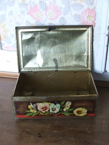 Vintage Pansy Tin