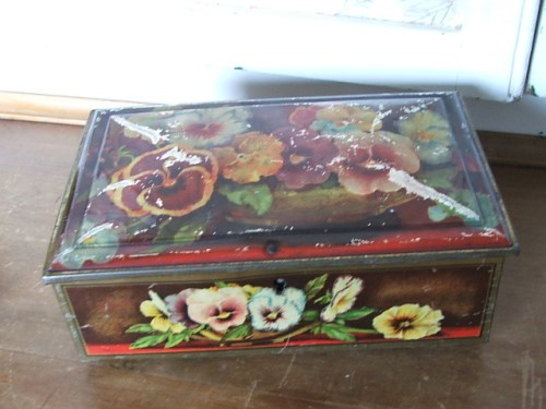 Old Vintage Pansy Tin