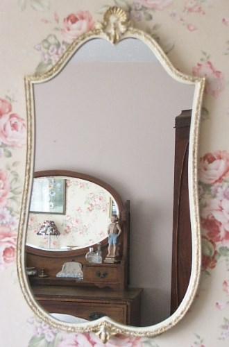 Pretty Decorative Wall Mirror