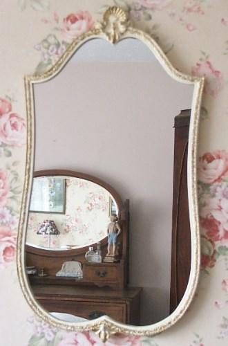 Pretty Decorative Wall Mirror