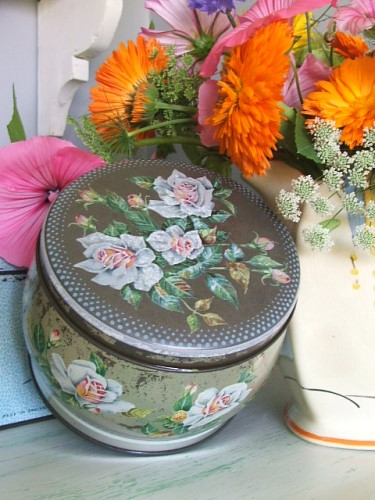 Huntley & Palmers Floral Tin